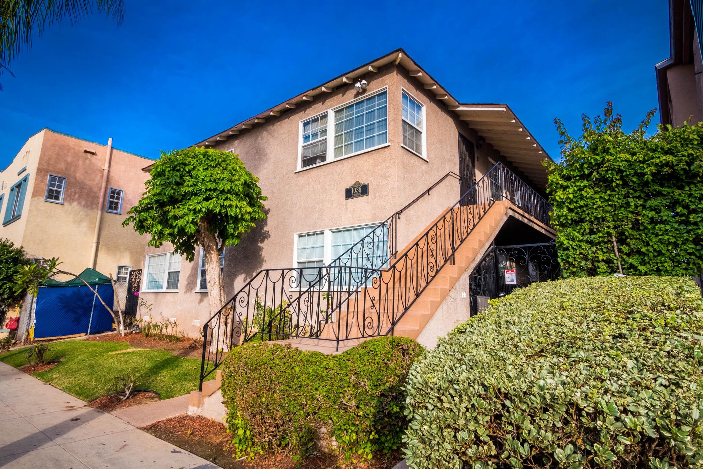 Beautiful Lower Unit in Sweet Long Beach Fourplex