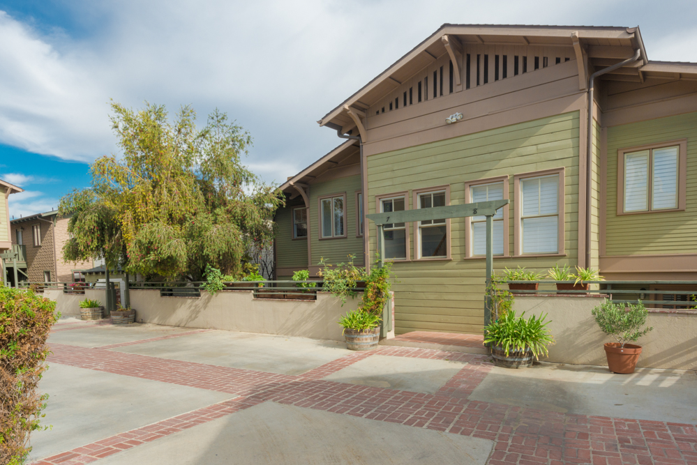 Two-Story Townhome in Historic Angelino Heights