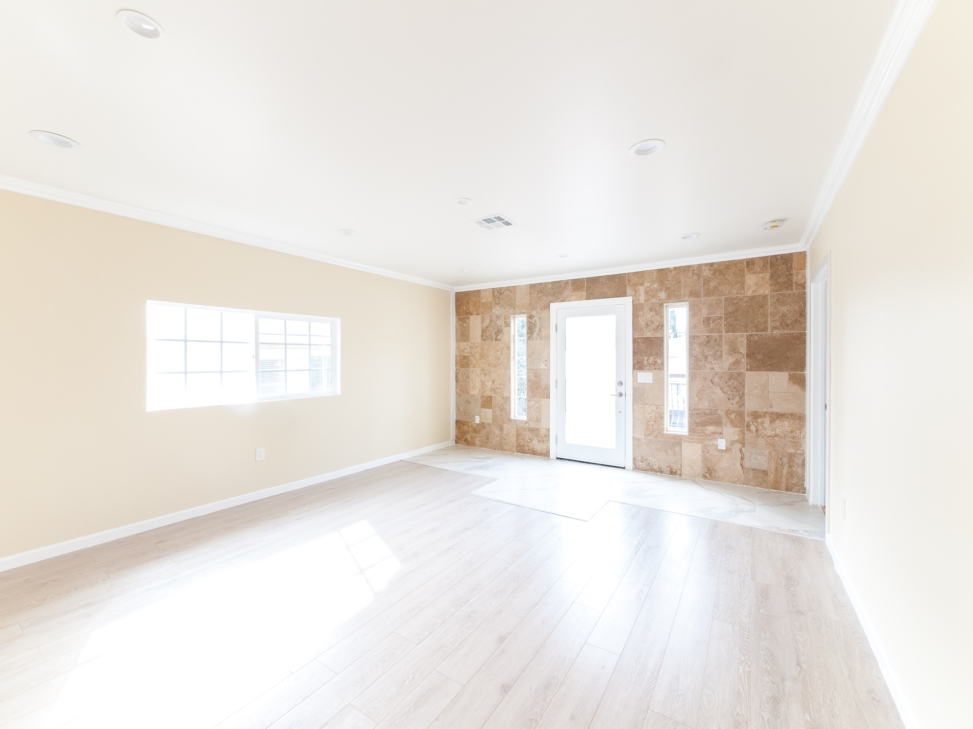2BR/ 2.5 Bath w/ Parking- Brand-New Renovations in Stylish Duplex