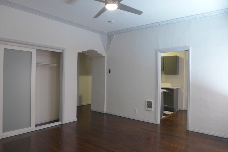 Beautiful! Renovated, Massive Studio - Feels Like a 1 Bedroom! Well Kept Building, Beautiful Deco Building- Parking