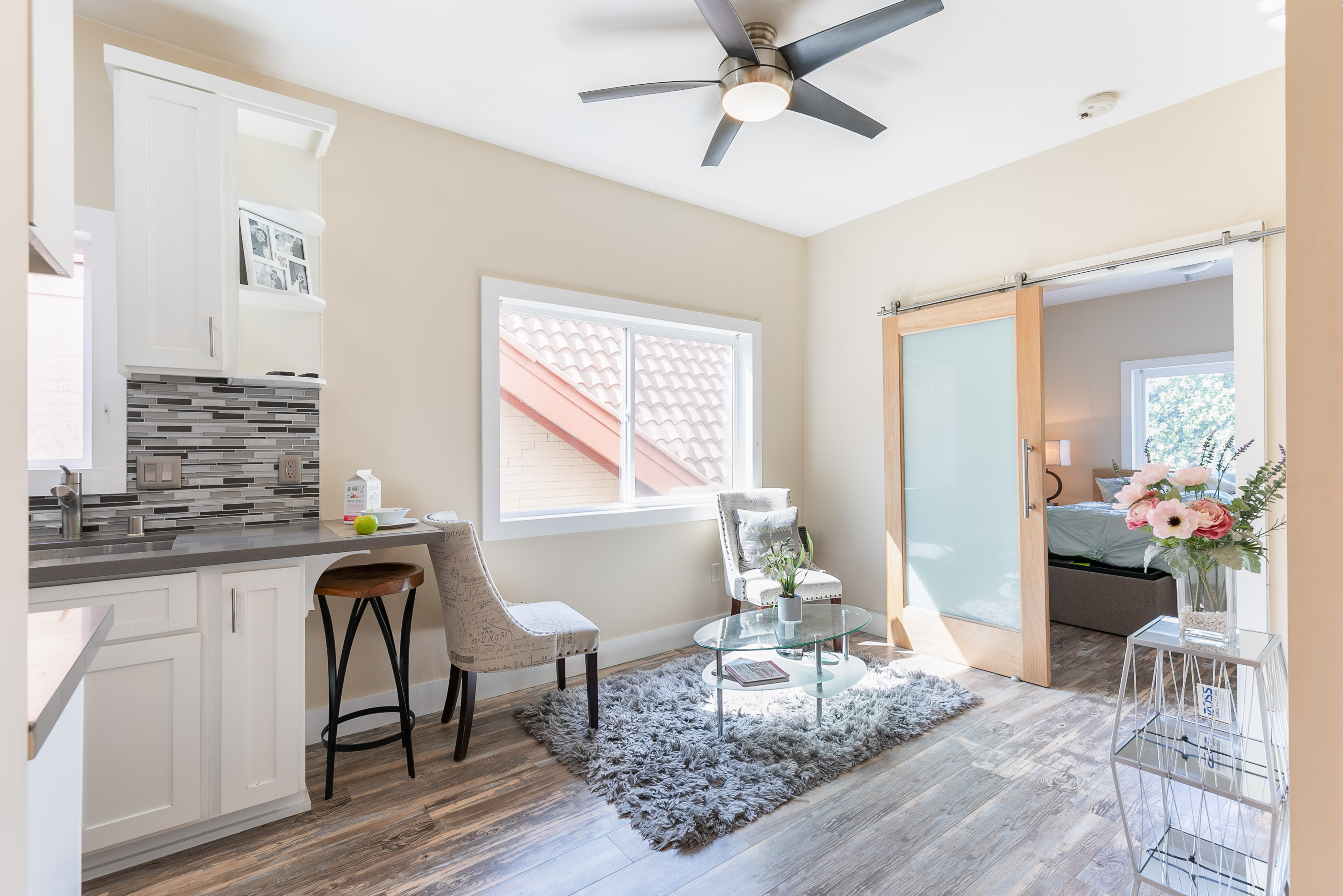 Adorable 1BD/1BA + Den Near Venice Beach with In-Unit Washer & Dryer!