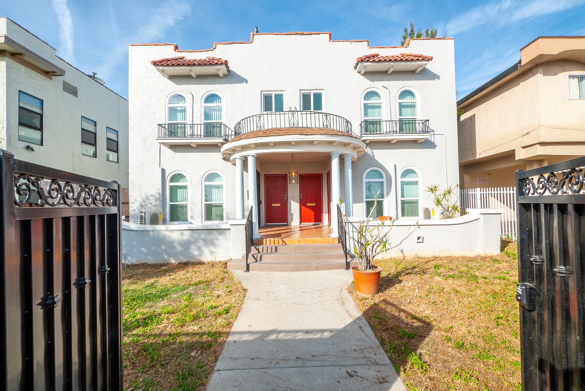 Newly Renovated 2BR/2BA Duplex Unit w/ Decorative Fireplace! MOVE-IN CONCESSION!