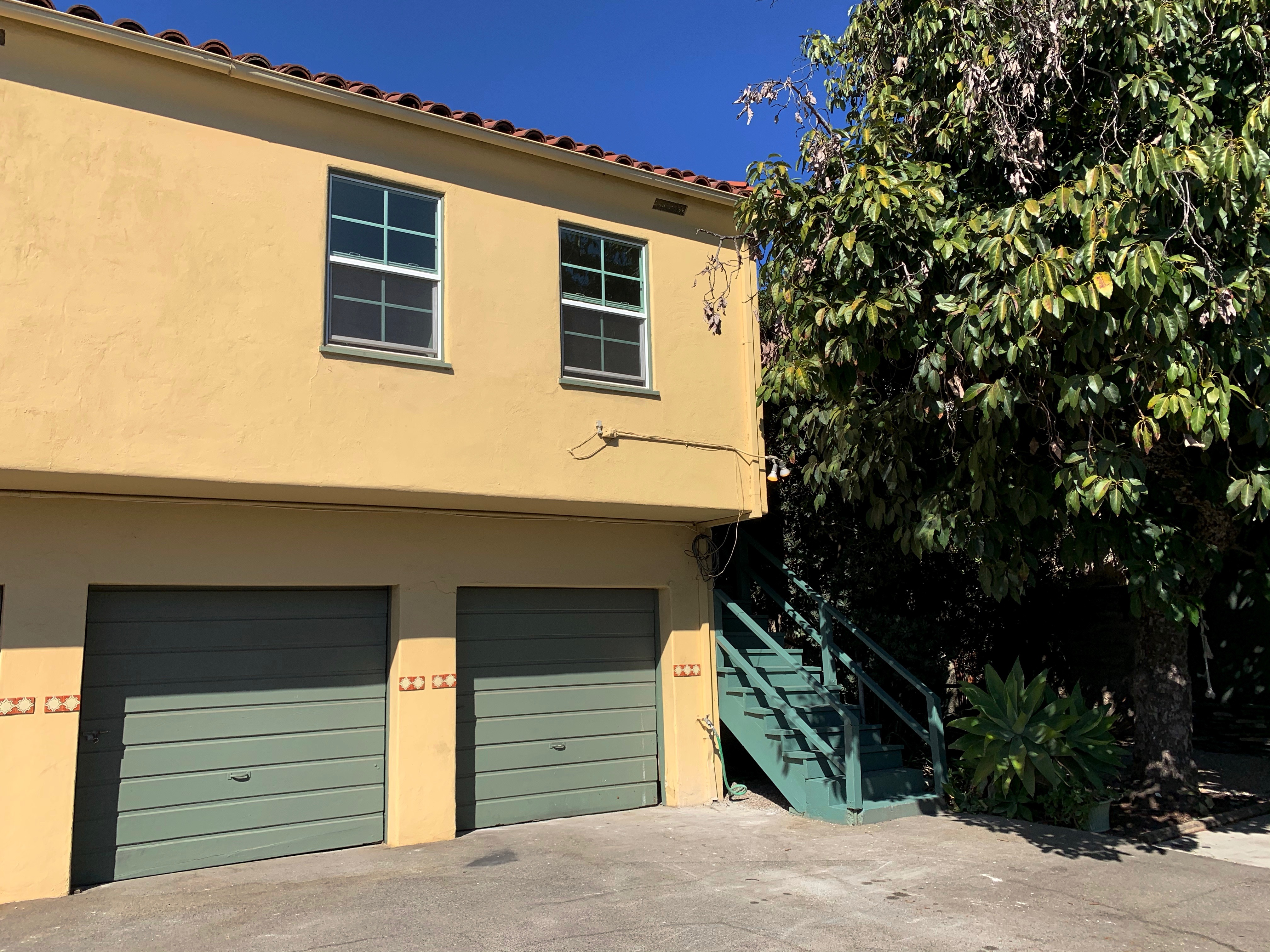 Cute & Cozy Silver Lake One Bedroom | Rear Duplex | Private Patio | Parking & Laundry Included