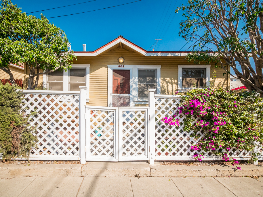 PRIVATE 2BD/1BA BUNGALOW WITH OUTDOOR SPACE!
