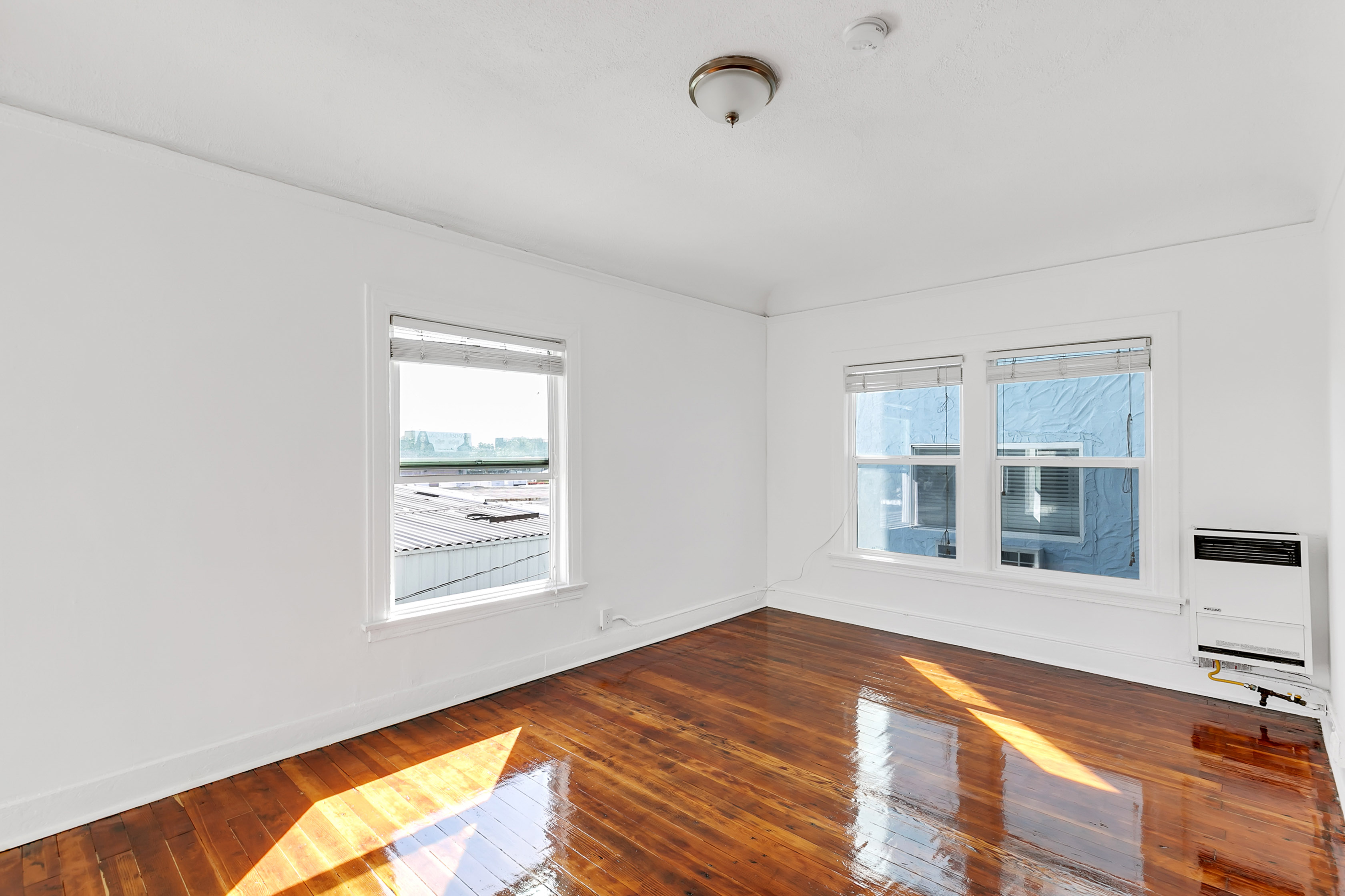 Open Floorplan Studio at a Fantastic Price! Laundry Onsite! Great Location!