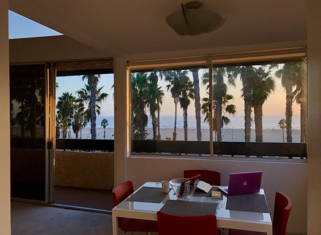 Ooh la la!Quintessential Beach-Front Modern 1B+Loft/2nd Bedroom