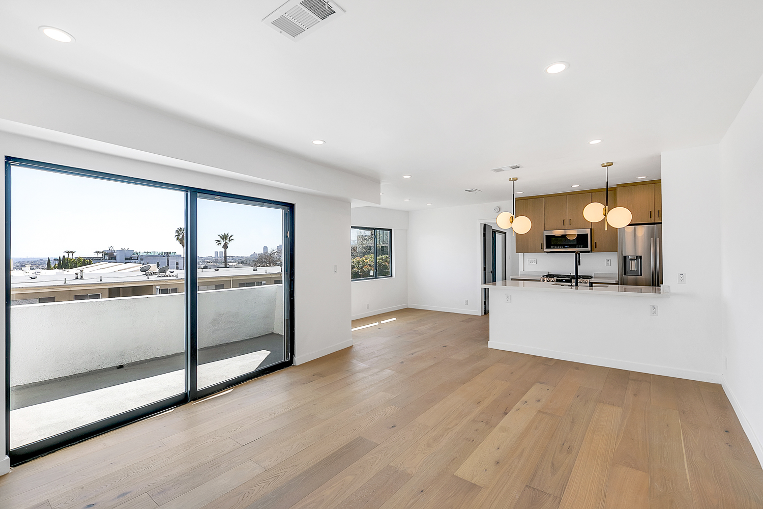 Gorgeous 2BR/ 2BA in the Heart of Iconic West Hollywood