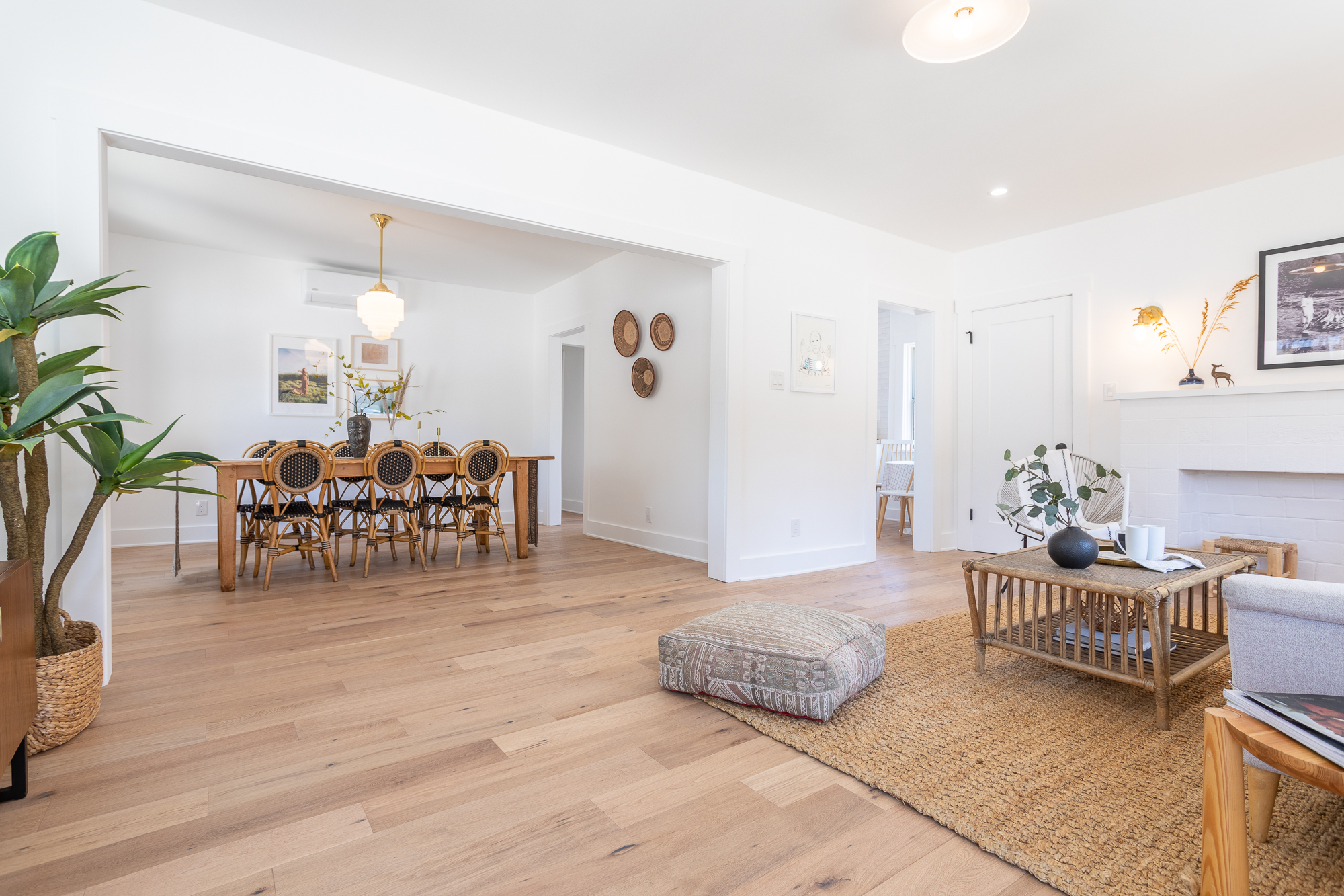 Beautifully Remodeled Angeleno Heights Flat with Porch & Yard