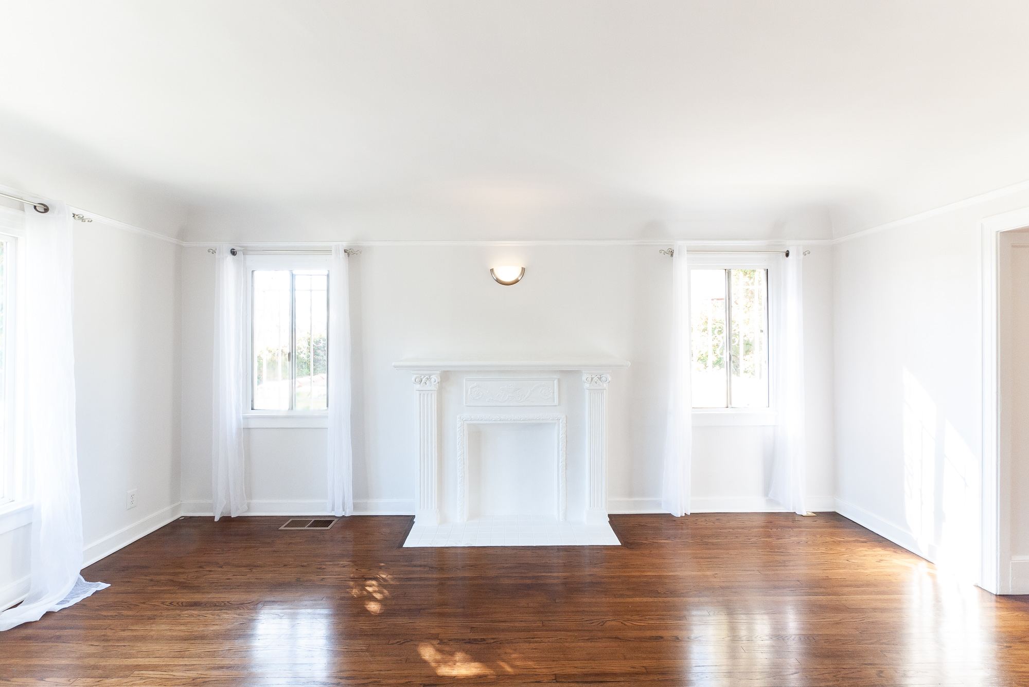 Adorable Renovated 2BR/ 1 BA 1920's Duplex w/ Central Air & Shared Outdoor Space!