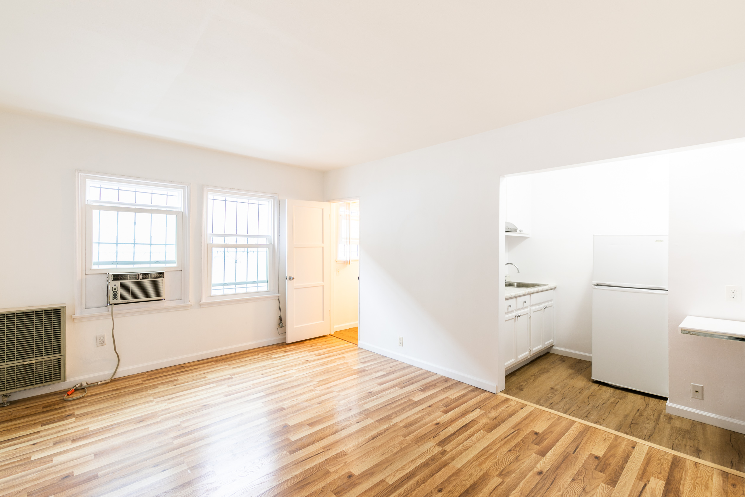 ADORABLE Larchmont Studio with All Utilities Included!