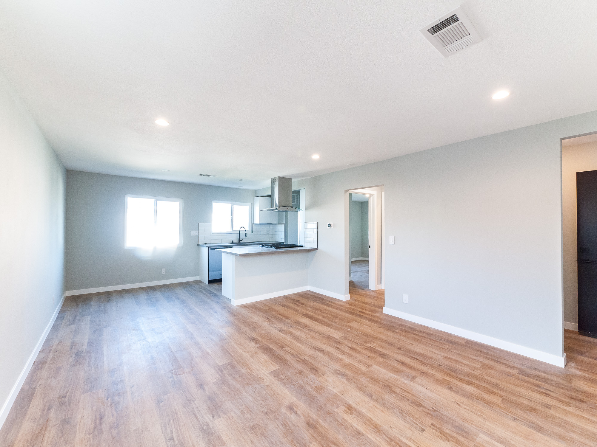 Hollywood is Calling You Home: NEW, Gorgeous, Spacious 2Bedroom/ 1 Baths Available NOW!