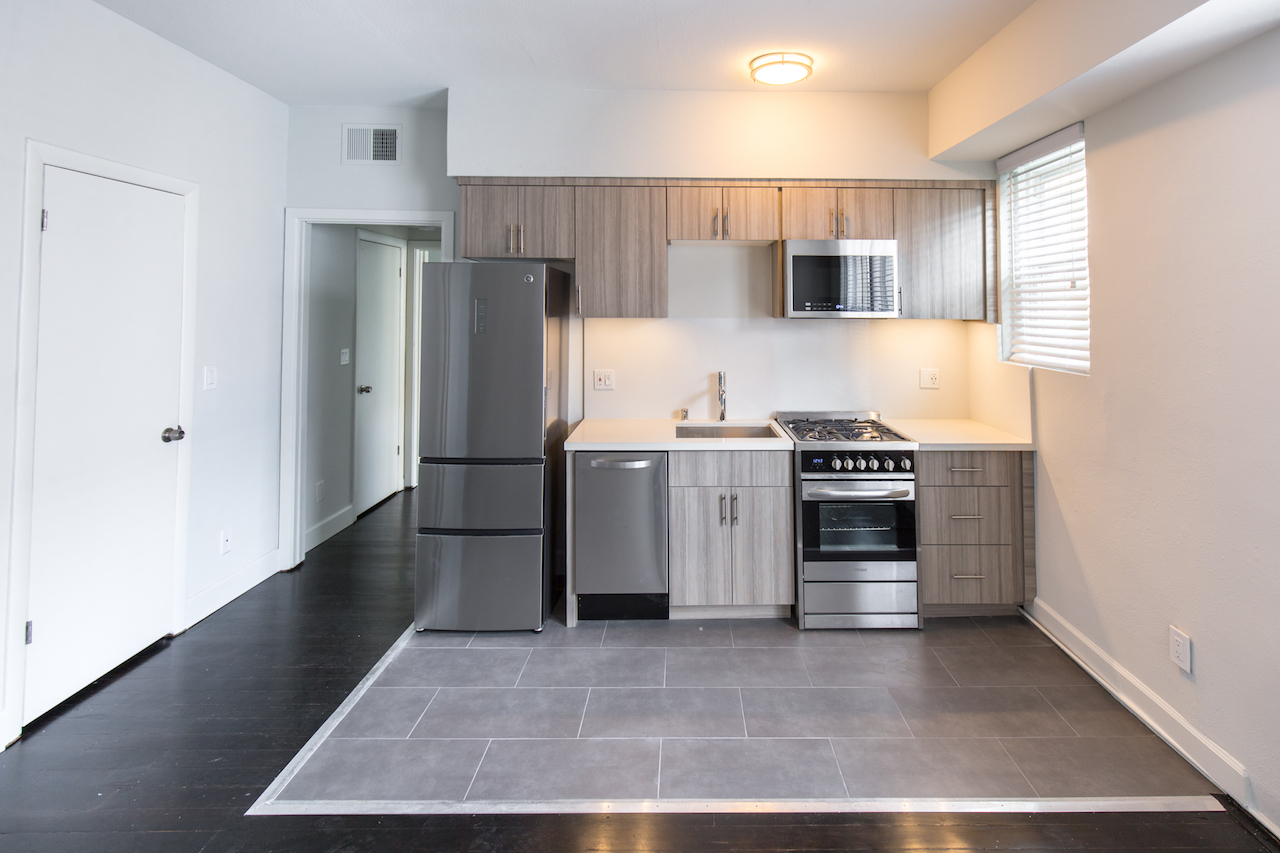 Specials Galore! Find Your Hot Hollywood Apartment at Lido Apartments!