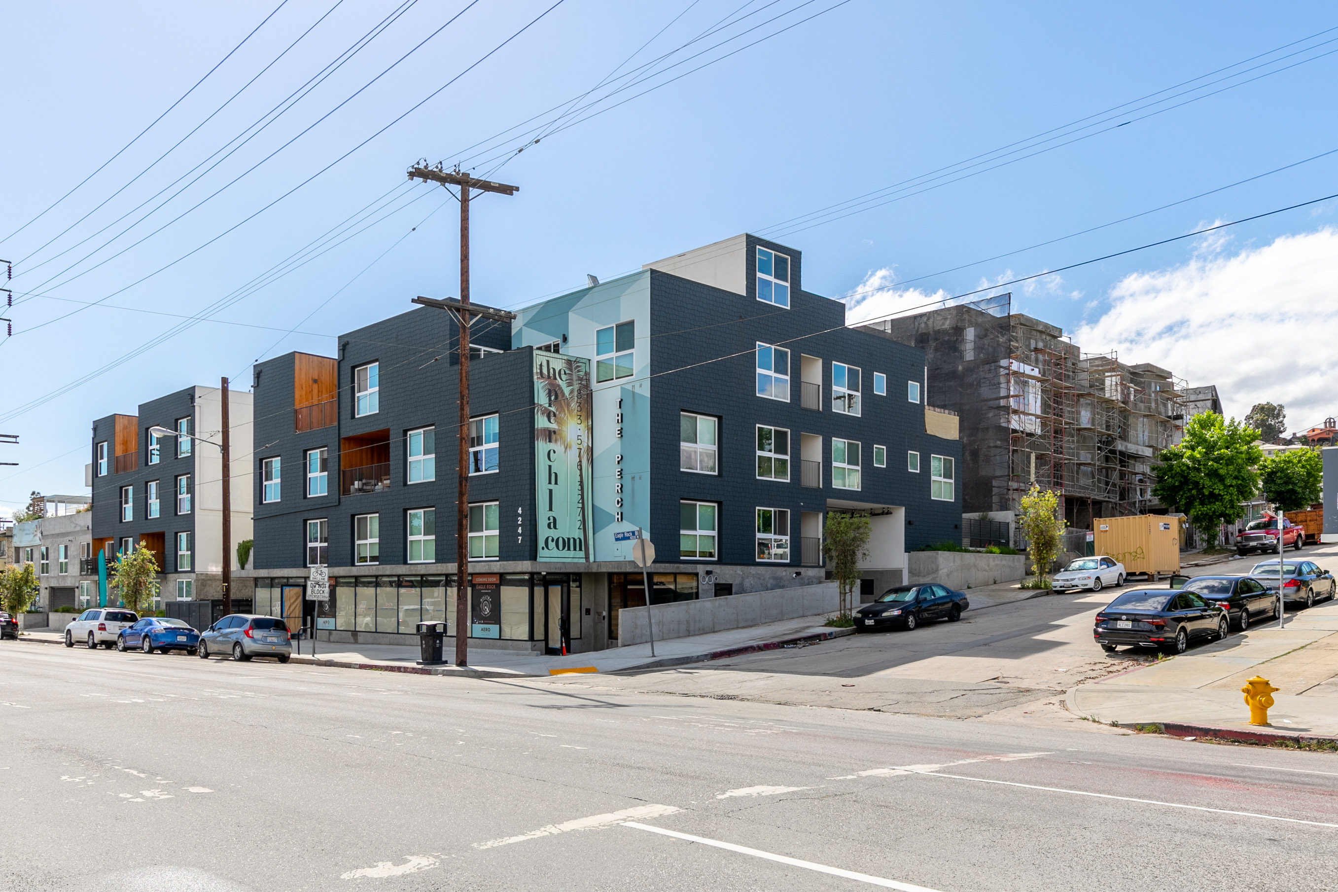 Modern 1 Bed/ 1 Bath In Prime Eagle Rock | Parking Available | Pool & Outdoor Lounge
