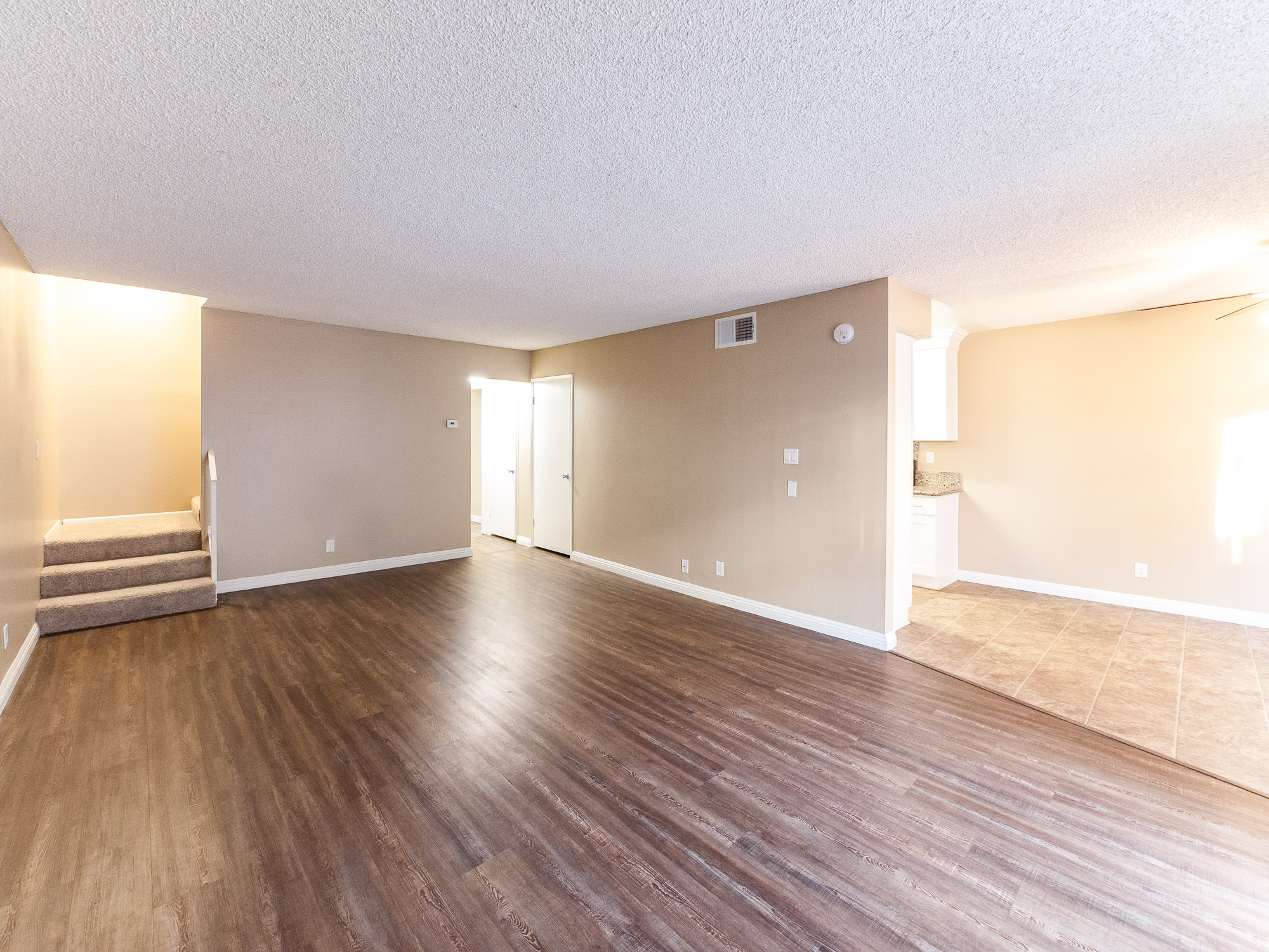 EXTRA LARGE TWO-STORY TOWN-HOME STYLE APARTMENT IN GLENDALE! 4 bedrooms / 2 bathrooms! Pool!