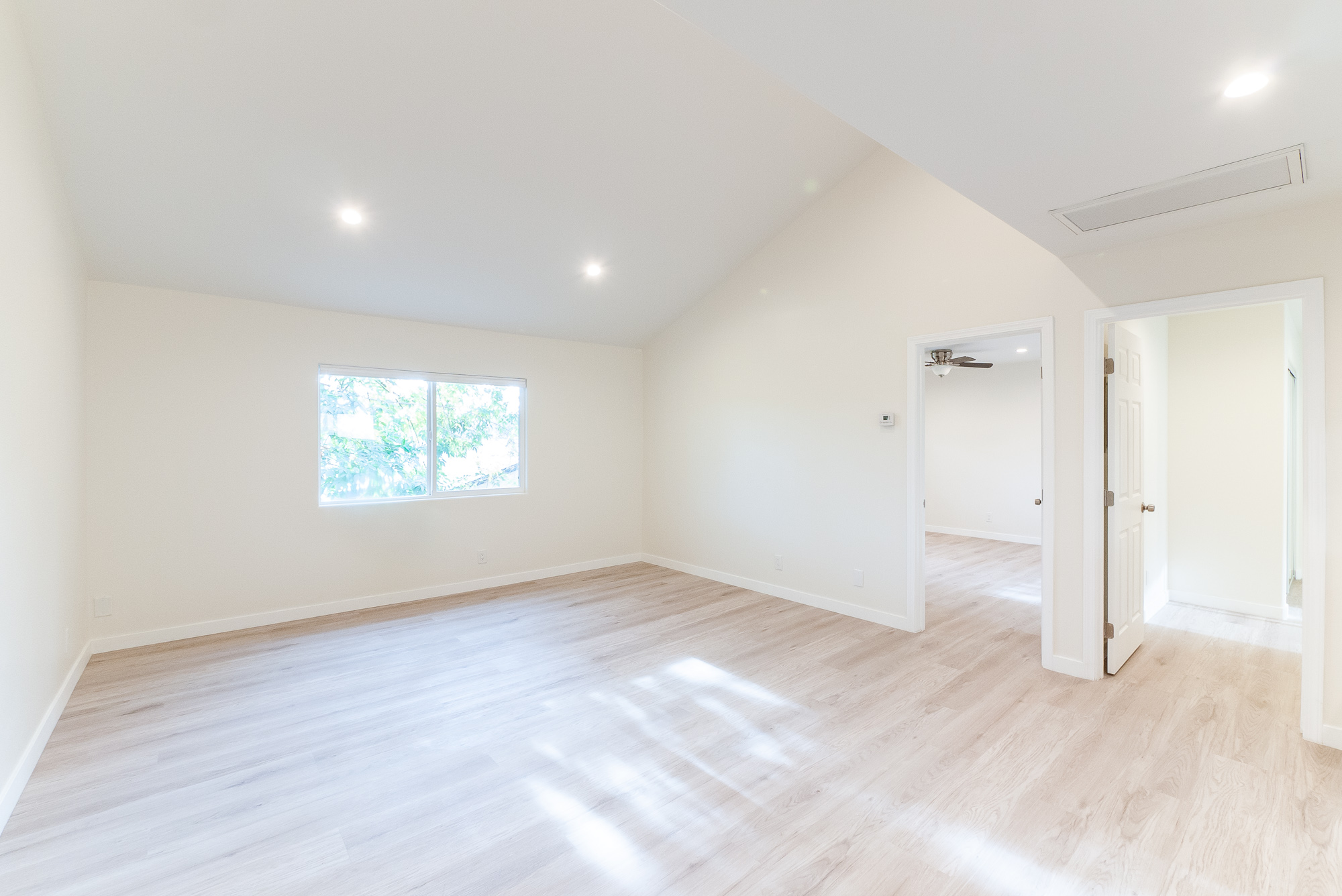 Fully Renovated 2 Bed/2 Bath w/ Brand new appliances, Vaulted Ceilings, Central A/C Heat, and 2 Gated Parking Spaces! Minutes from all the action!