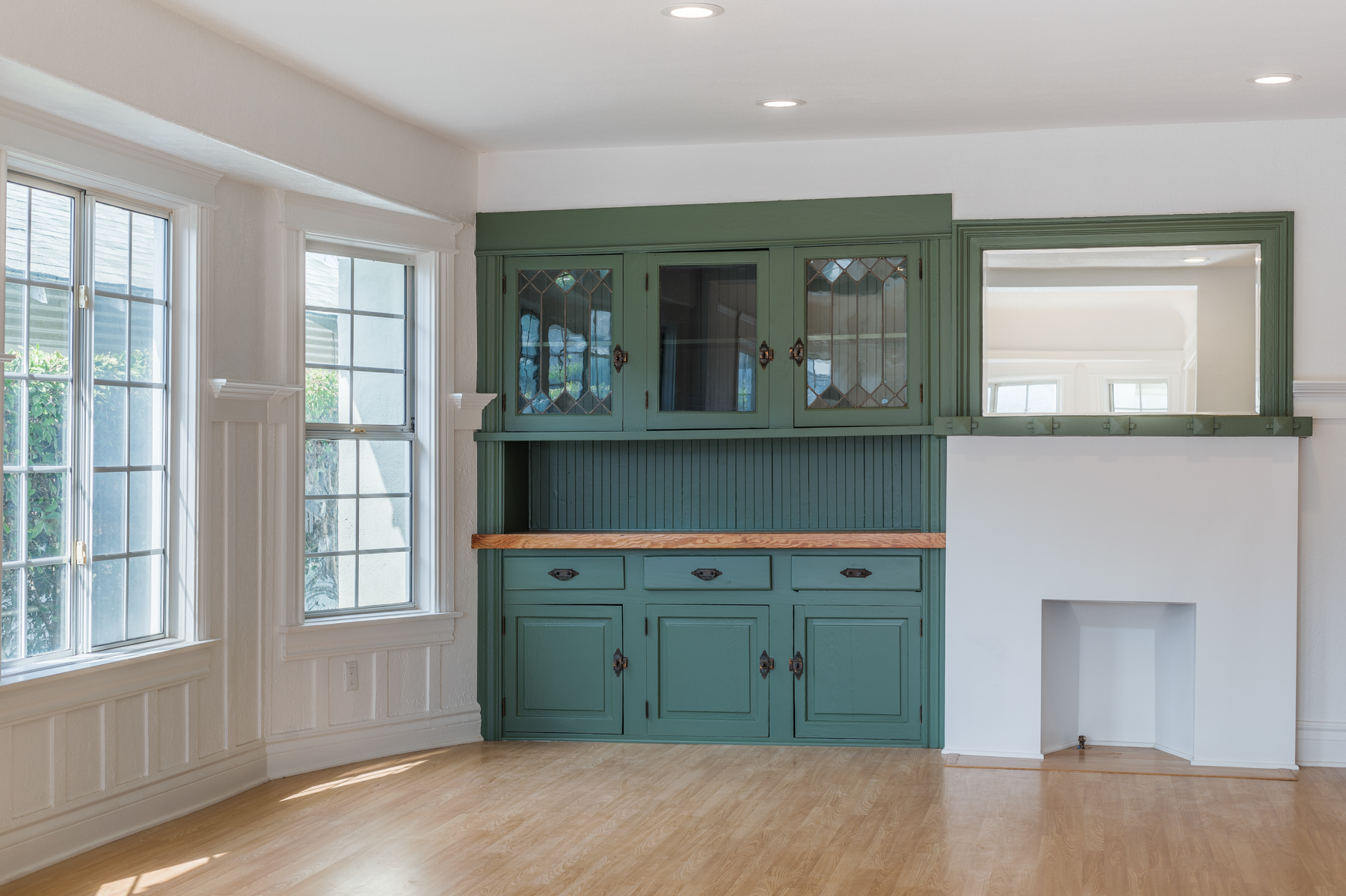 Sprawling Craftsman  Duplex - Beautifully Renovated - Insta Worthy Kitchen - Nest AC/Heat- Private Outdoor Patio- Close to USC!