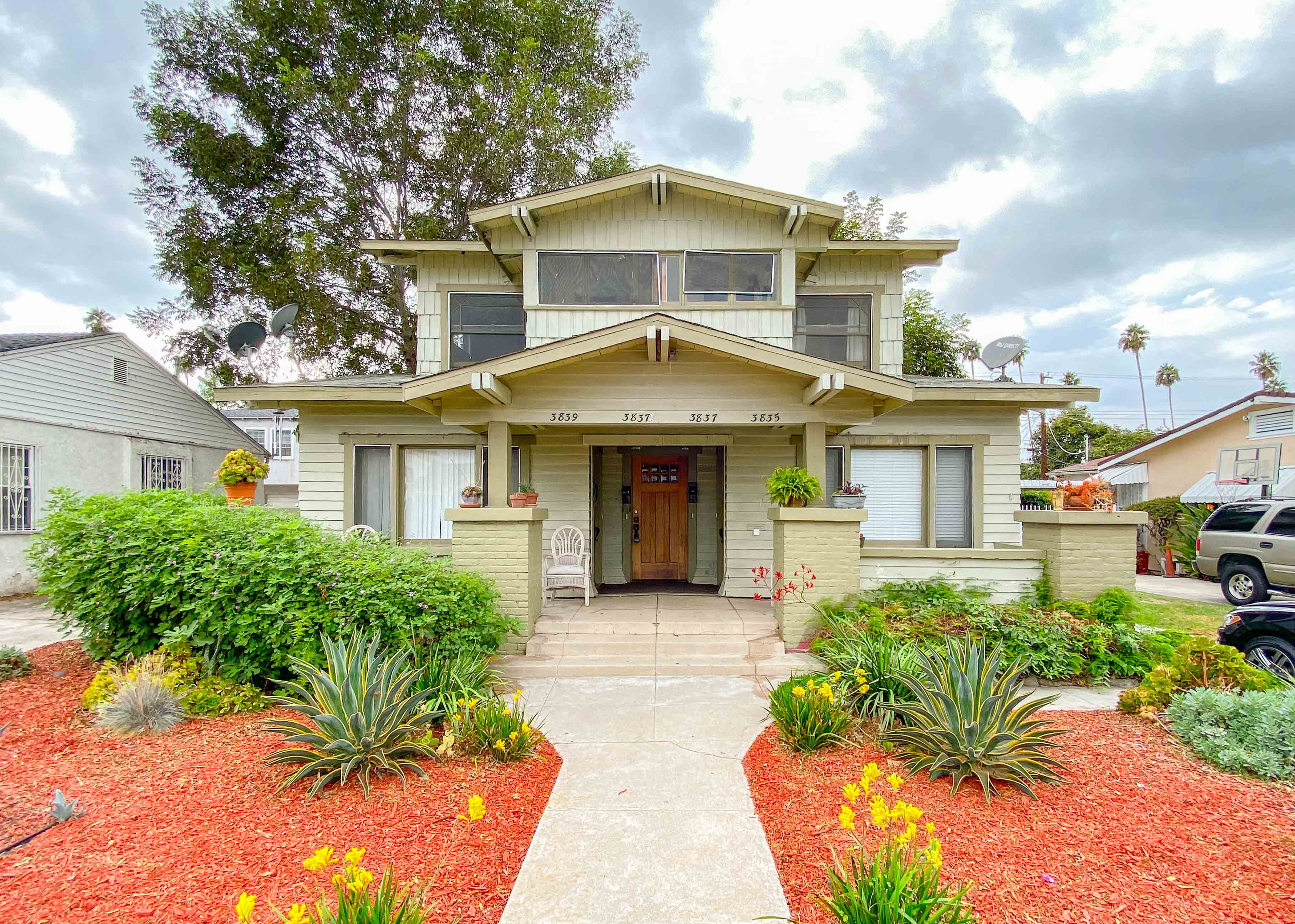 Adorbs & Spacious  Updated Upper 1 Bed - Original Hardwoods -Office- Great Light -  Washer/Dryer- Close to USC and Culver City!