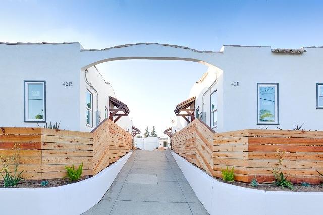 Remodeled & Stylish Bungalow | Prime Los Feliz Neighborhood | Month-Month Lease Avail | Garage