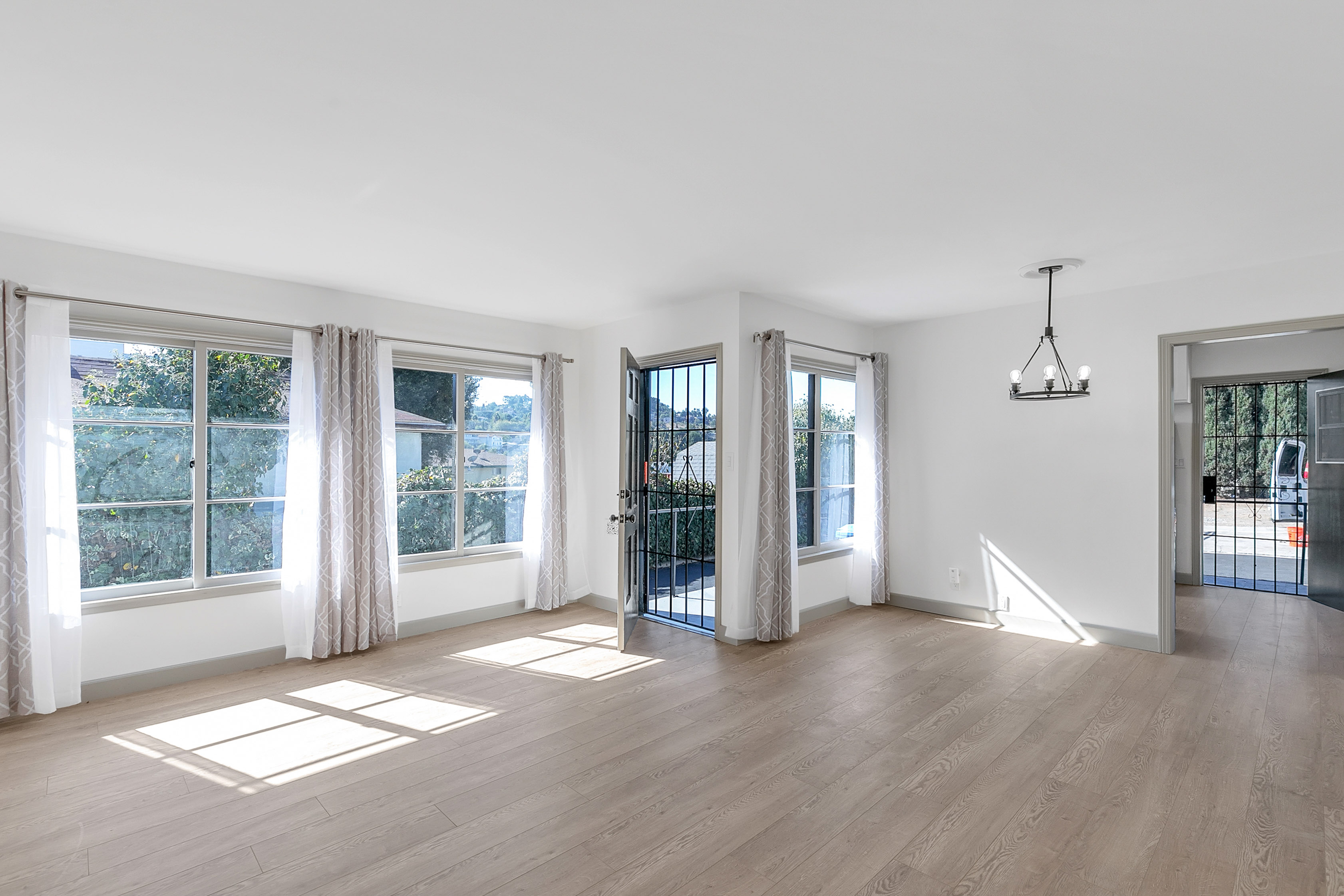 Updated & Fresh 2 Bedroom Duplex |Prime NELA Location! | All New Appliances | Parking Included!