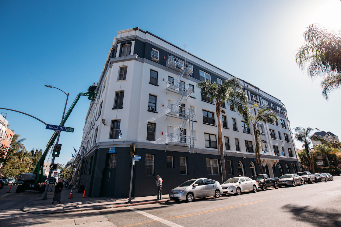 One-Month Free & $500 Deposit Specials at Lido Apartments! Heart of Hollywood! Exposed brick!