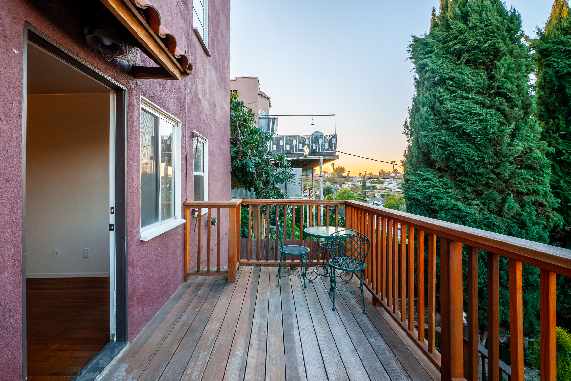 Duplex Unit in Hills of Highland Park | Private Deck in Back | Option to Add Washer/Dryer | New Appliances!