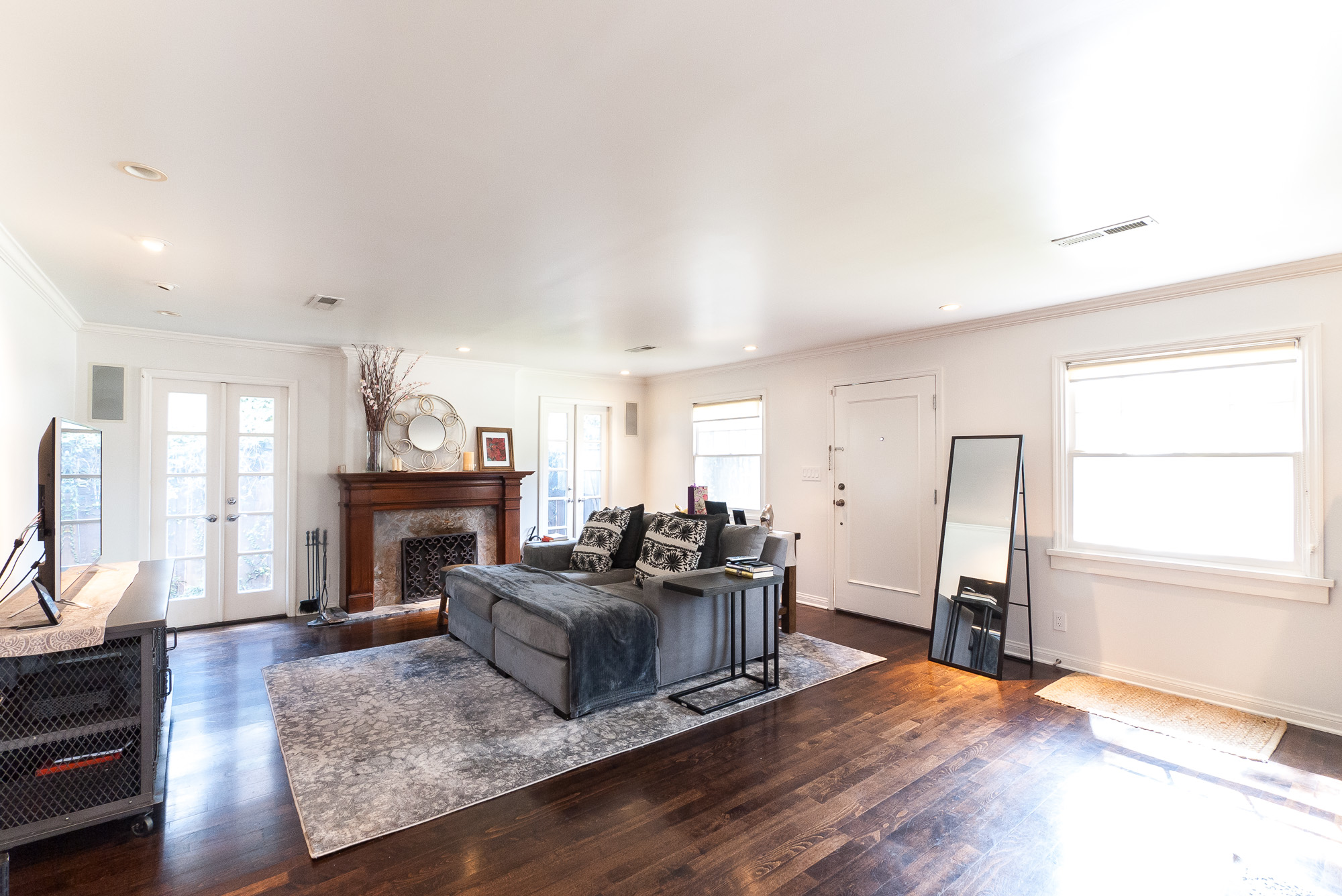 Have you dreamed of living in the exclusive Madison Heights? Your wait is over! 2/2 with bonus detached studio!