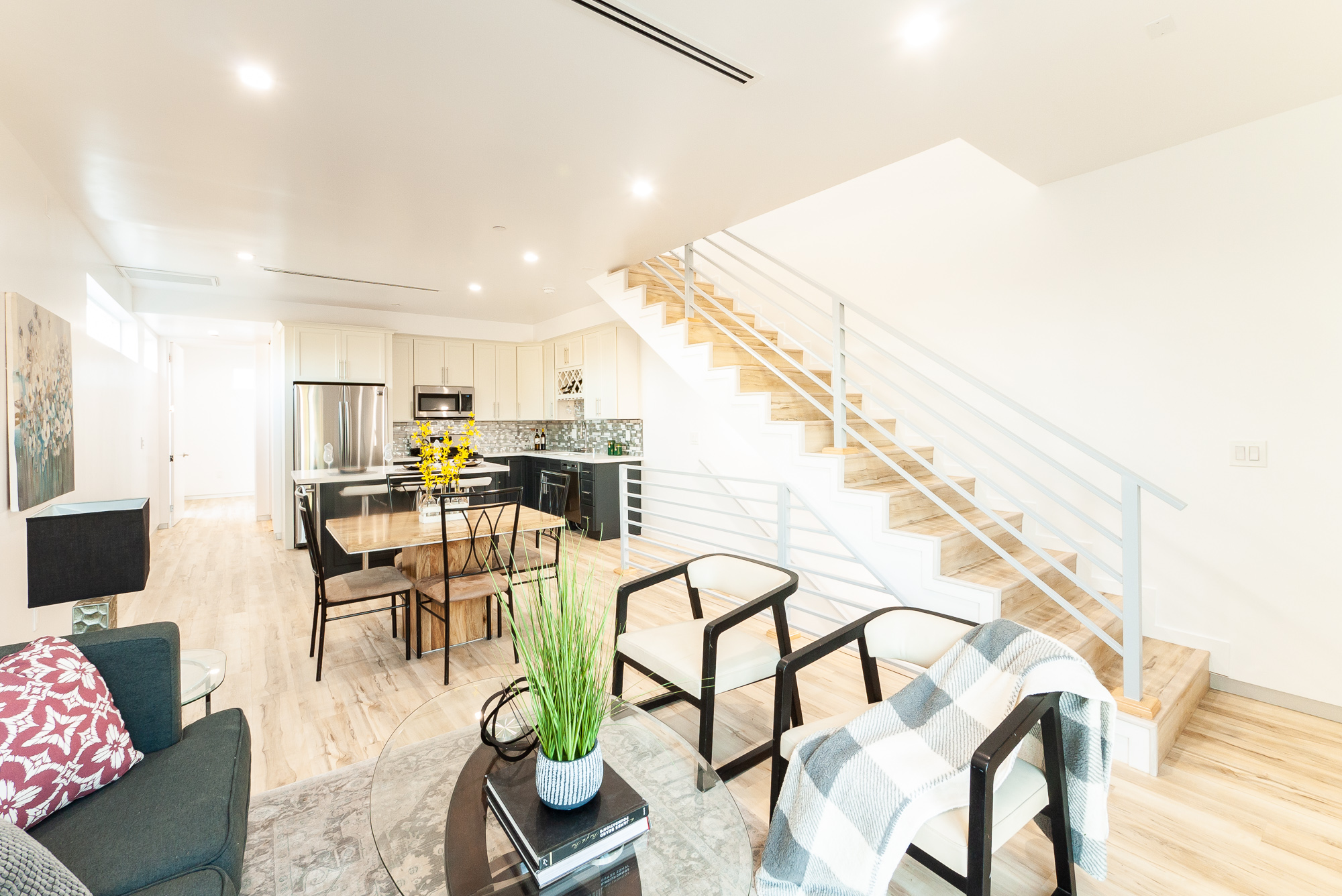 Gorgeous 3 Bedroom/ 3 Bath in Brand-New Duplex Townhouse Available in East Hollywood!