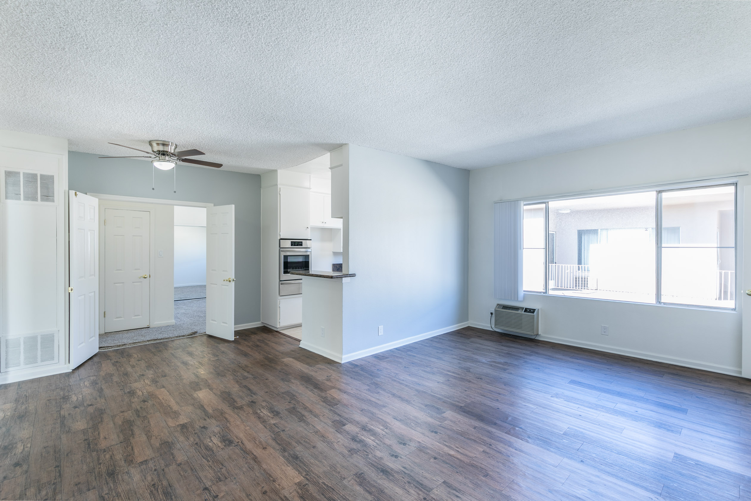 AMAZING 3 BEDROOM, 2 BATH VALLEY VILLAGE Upper Unit APARTMENT! MINUTES TO RESTAURANTS, GELSON'S, FREEWAY ACCESS, AND THE SOON TO BE COMPLETED NOHO WEST!