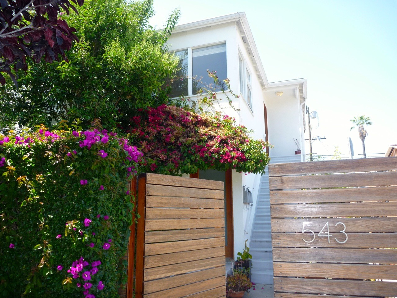 NEW BEAUTIFUL KITCHEN + Hip Venice Upper 2BD/2BBA, Abbot Kinney next door + Hardwood Floors + Parking!
