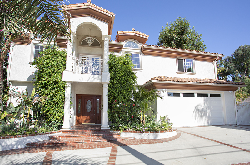 AMAZING 5 Bedroom, 4 bath woodland hills home! South of Ventura Blvd!