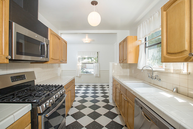 Duplex With Private Home Feel   Huge Front Deck + Private Outdoor Space in Heart of Culver's Sunkist Park