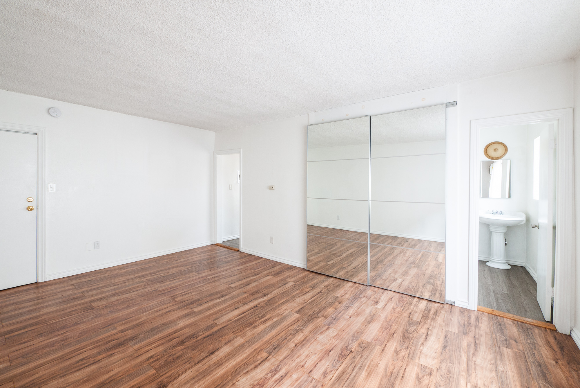 $500 MOVE-IN SPECIAL - SPACIOUS STUDIO IN FRANKLIN VILLAGE- PARKING AVAILABLE FOR $99/MO