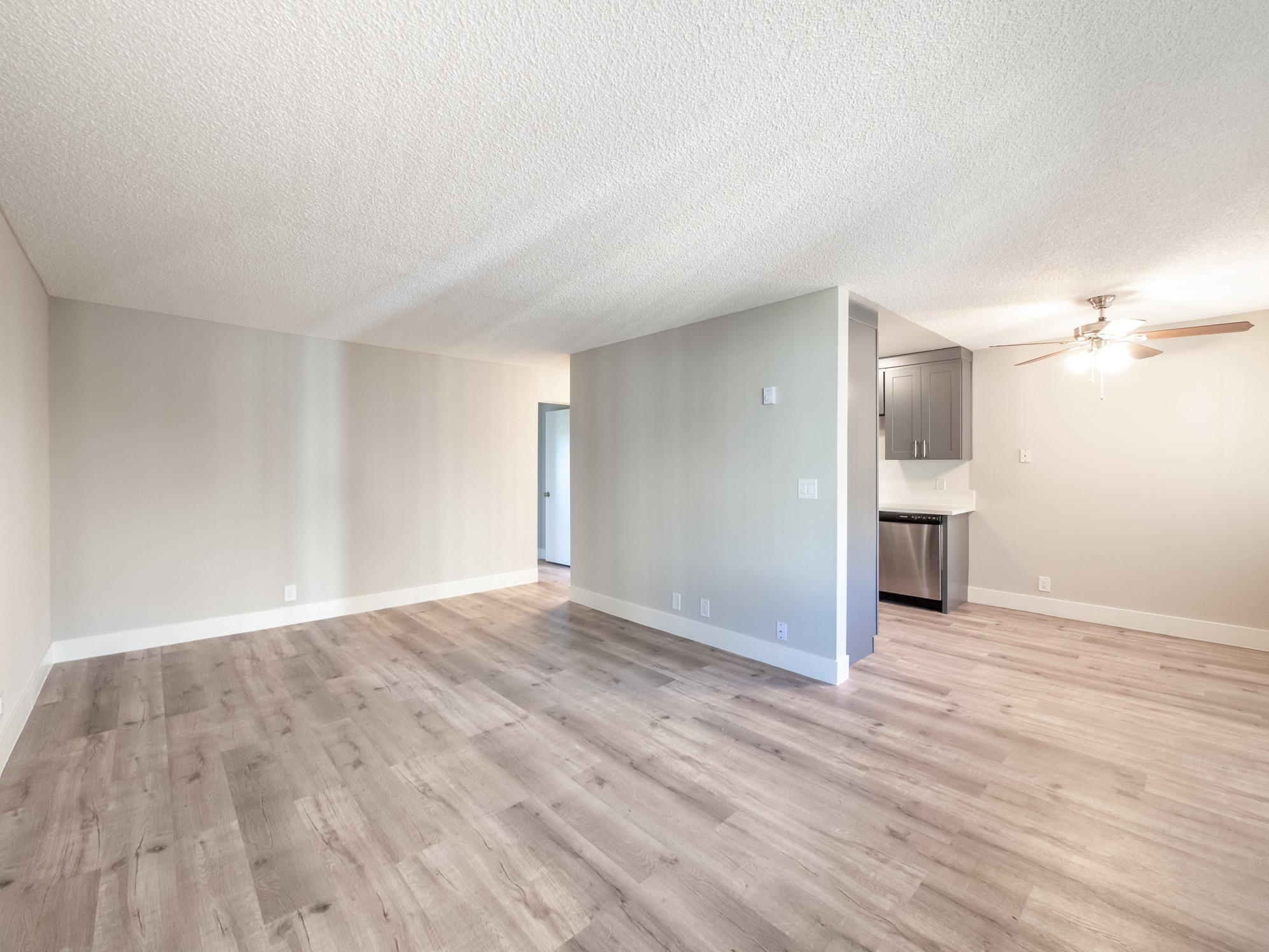 Upscale Remodeled One Bedroom with Pool