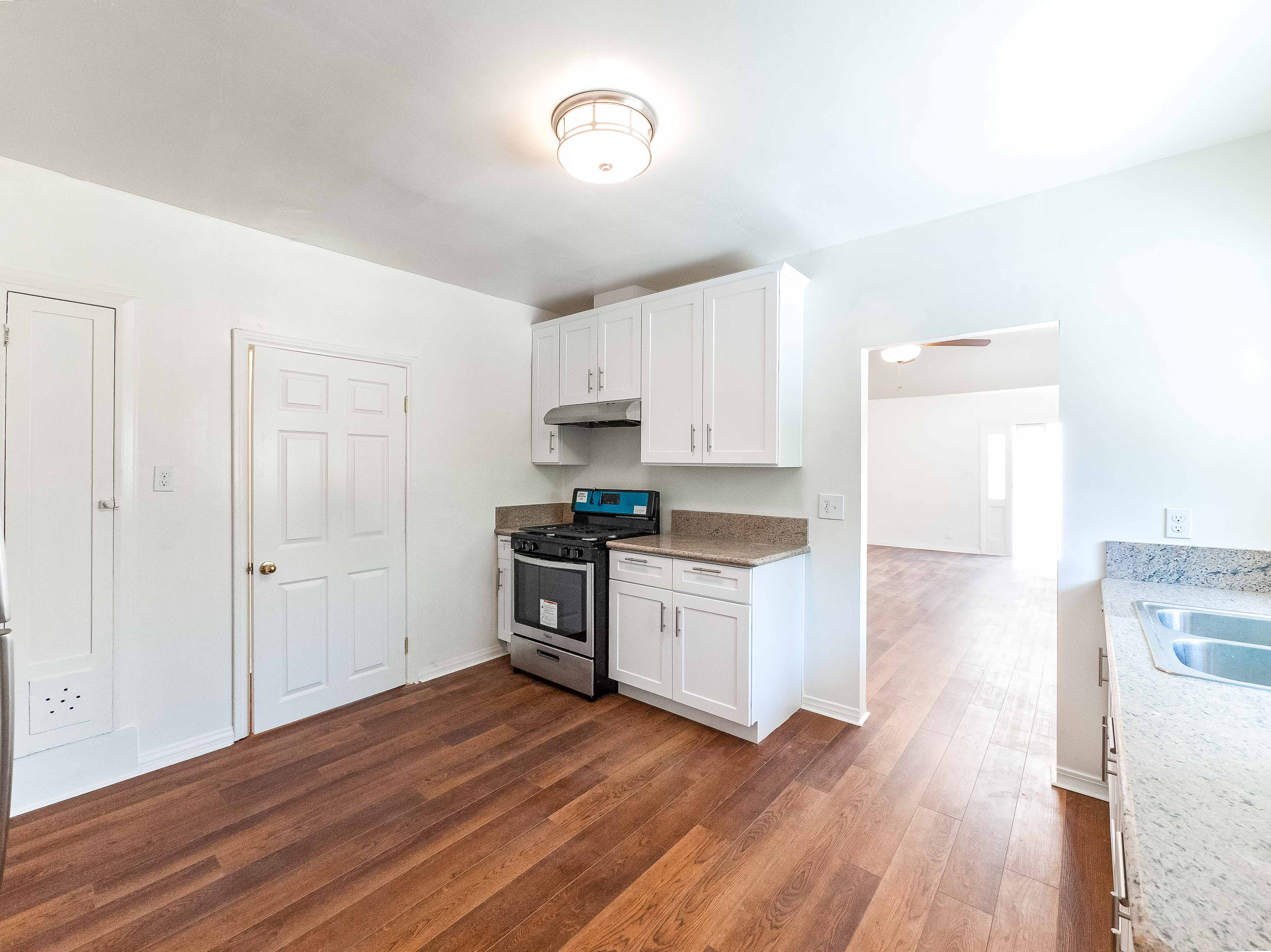 Sleek and newly updated 2 bedroom in Chinatown | Bright &  stunning with 2 parking spaces