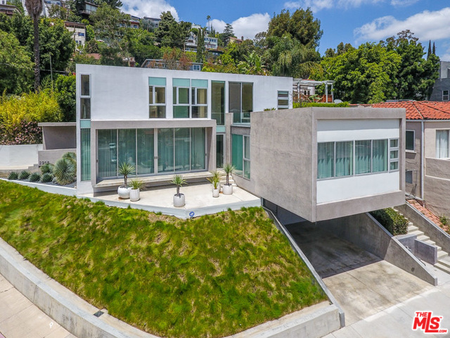 Silver Lake Architectural Gem | Modern Finishes | Guest Quarters with Private Entrance |6 or 12 month Lease Terms
