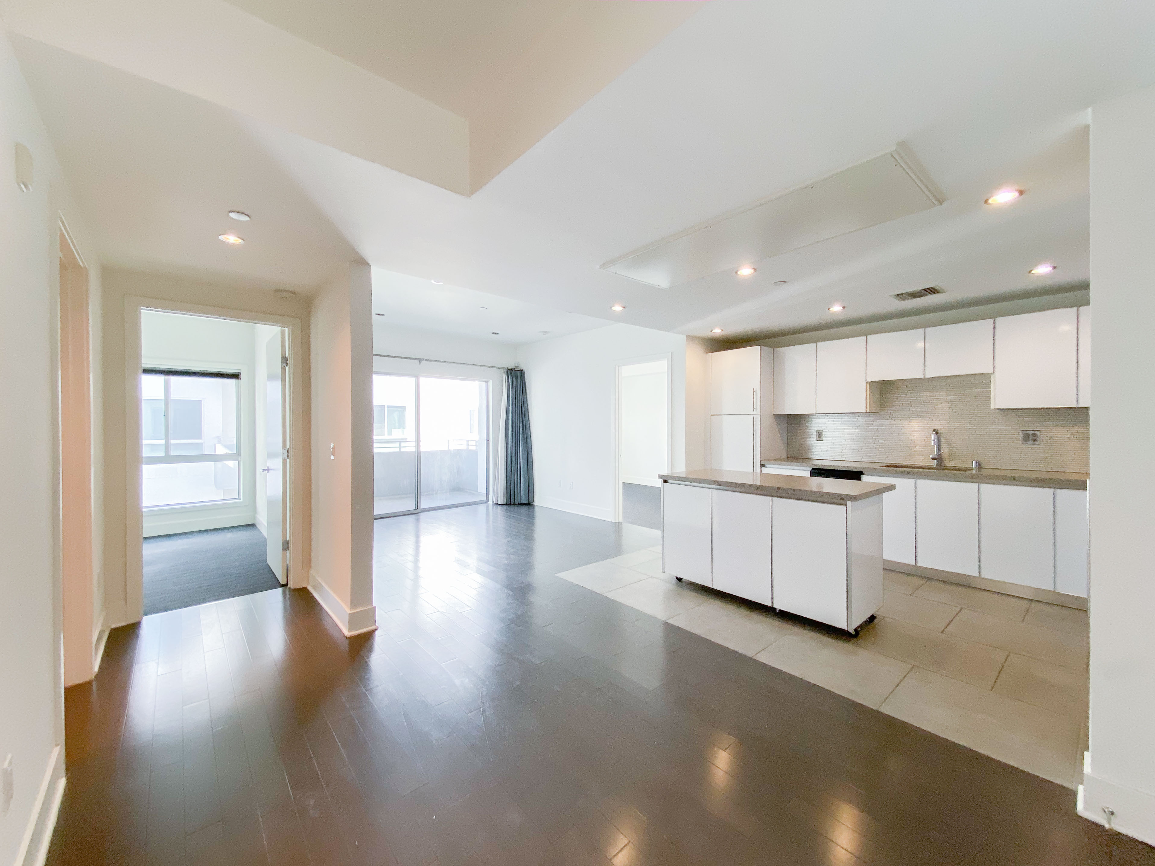 2BD Sawtelle Condo with Balcony | Washer / Dryer in Unit | Amazing Location | Central Heat & A/C