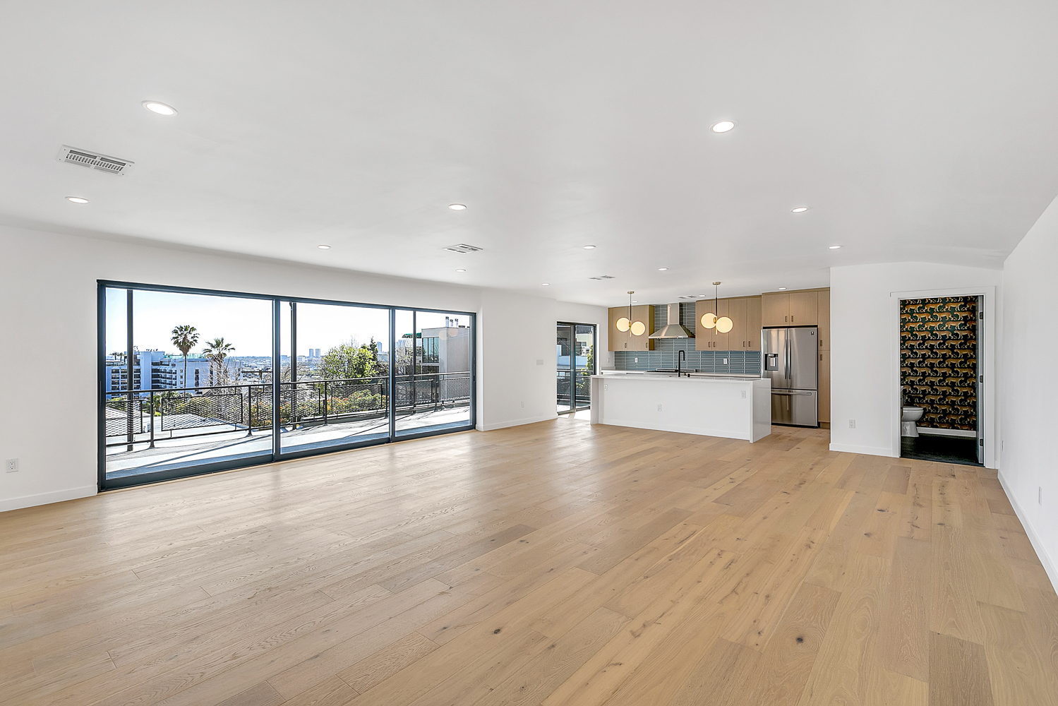Showstopping Penthouse Unit: 3BR/ 3.5BA with an Enormous Balcony overlooking all of Los Angeles