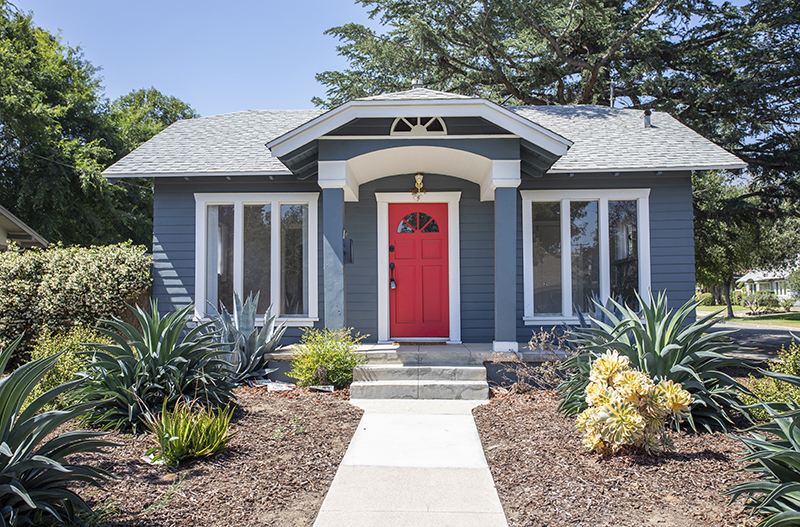 Charming vintage bungalow 1/1 home located in the historic Bungalow Heaven neighborhood of Pasadena