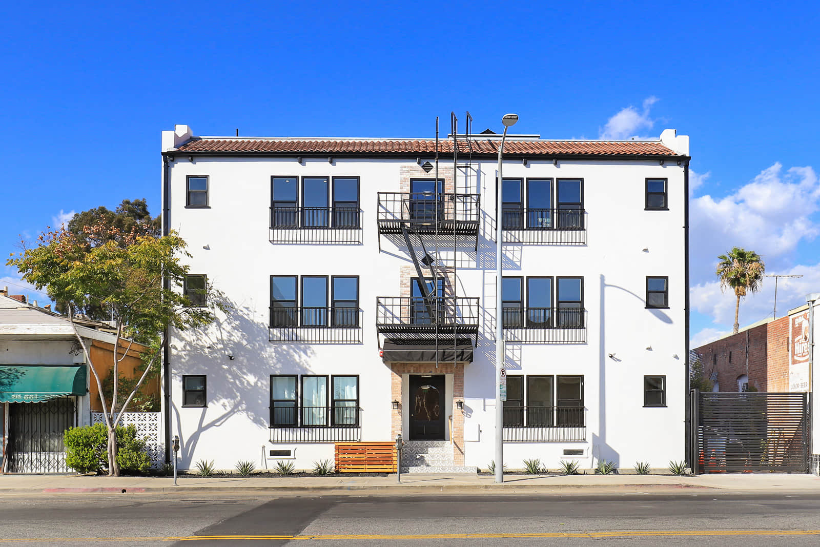 Pristinely Renovated Junior 1 bedrm Apartment Building w/ Luxury Features | NYC Living meets LA Concept, Vermont/Sunset Metro Stop
