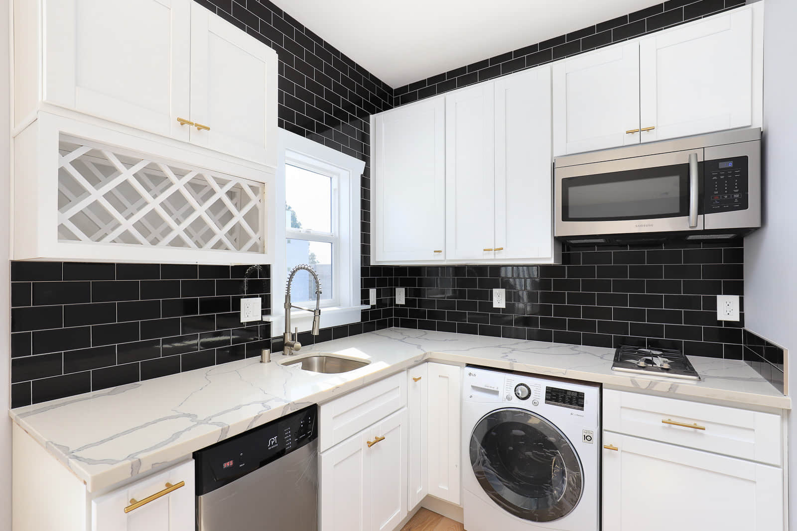 Dreamy NYC Studio Living meets LA Concept   Pet & Bicycle Friendly!   Newly Renovated 1920's Walk Up Building   Blocks from Sunset/Vermont Metro Station