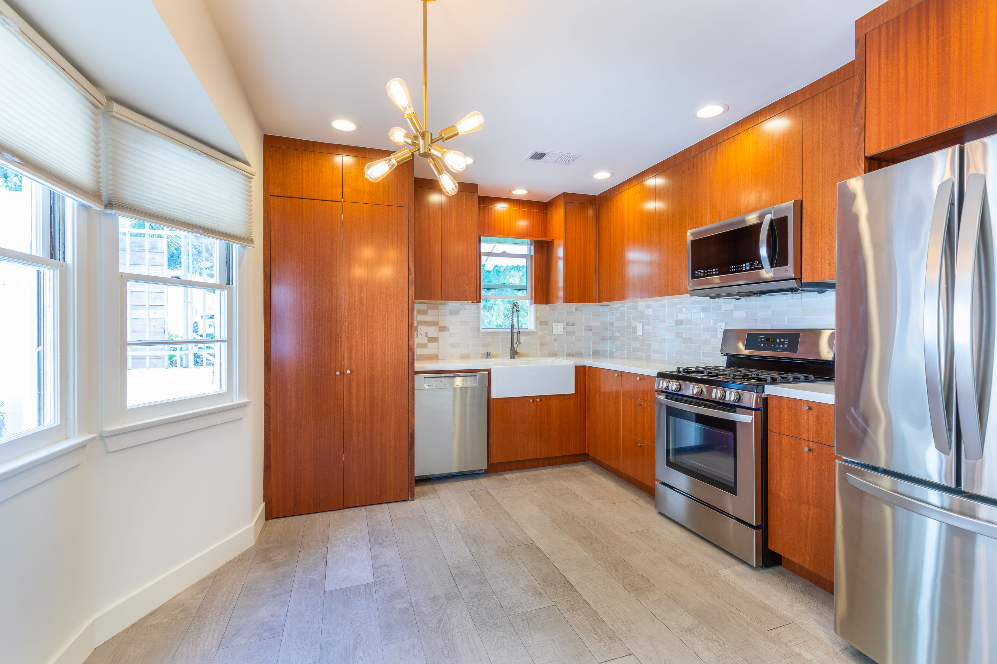 Stunning Silver Lake Duplex | Private Balcony W/ A View | Central A/C| 2 Gated Parking Spaces