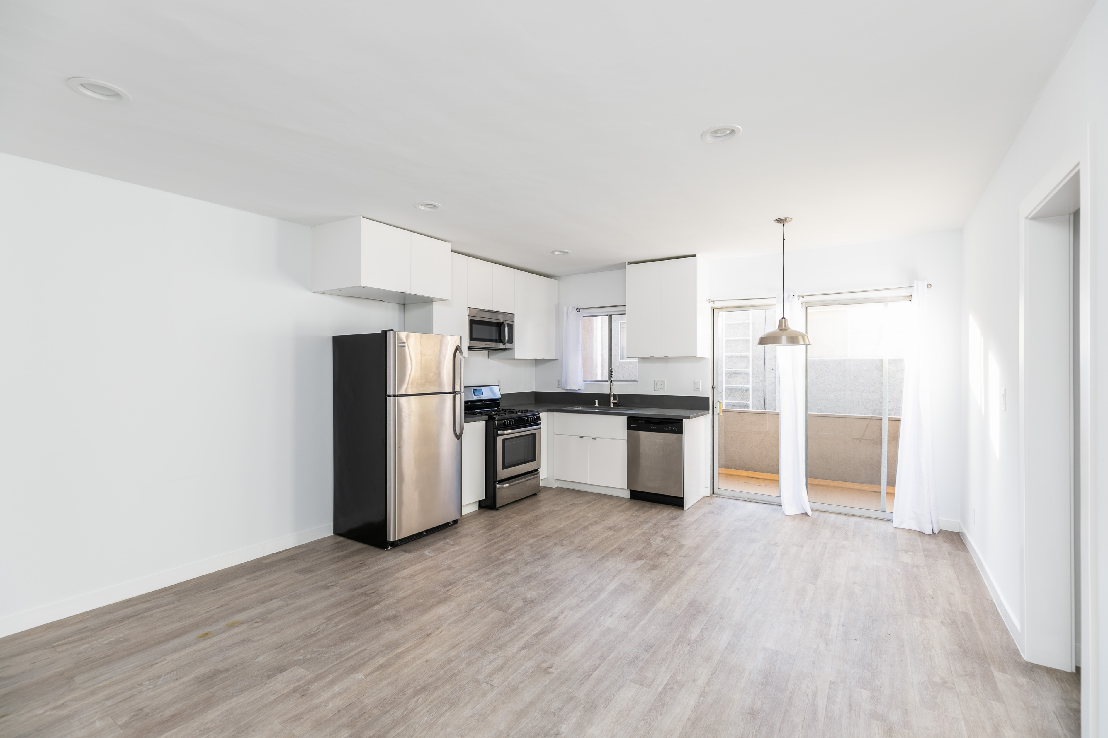 Renovated Upper 1BD/1BA with Parking in Heart of Palms