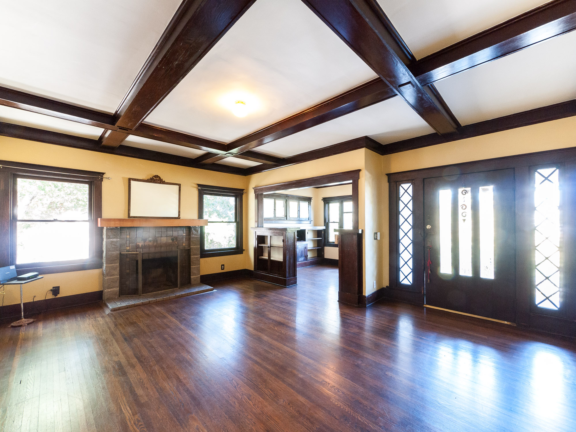 Spacious Craftsman in Glendale! Four Bedrooms, Two Bathrooms