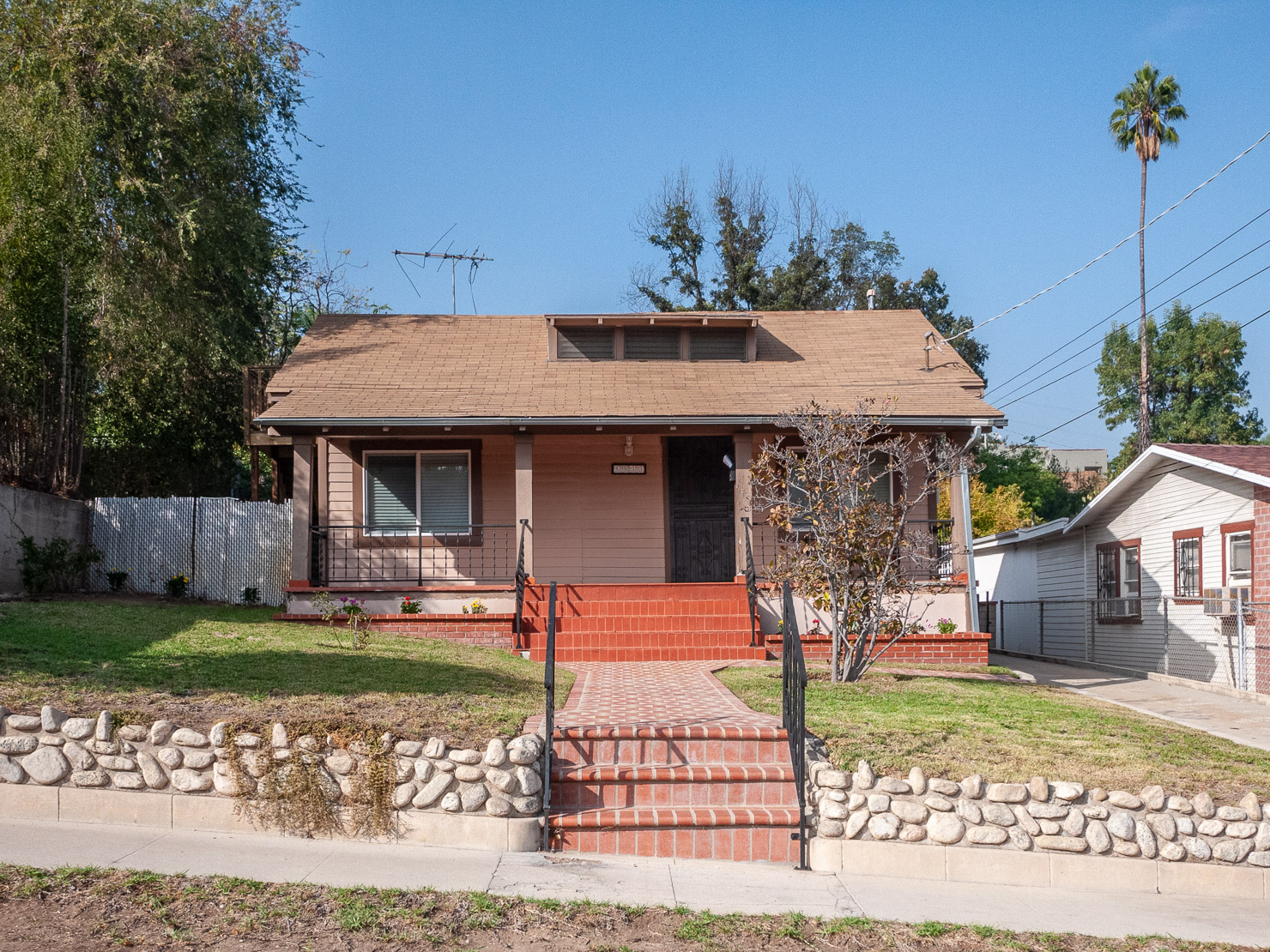 Highland Park | Renovated | Free Standing!