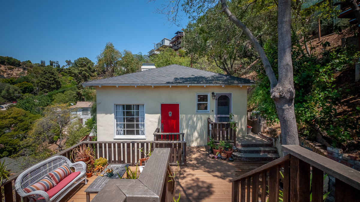 2 Bed + Study: Beachwood Canyon Oasis! Bright 60s Home w/ Hollywood Sign Views! (6 Months- 1 year)