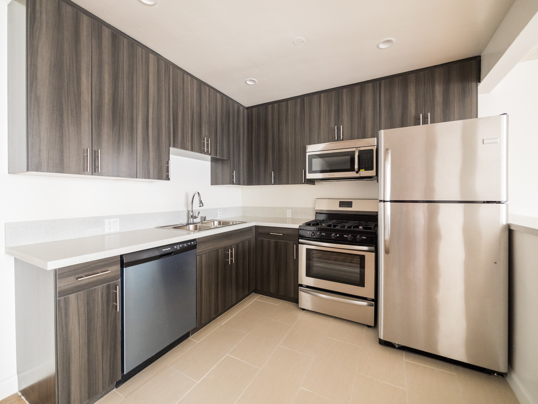 Oh, So Luxe!  Sleek, Mid-Century Studio - Large Modern Kitchen - DW- AC-Balcony- Great Location!