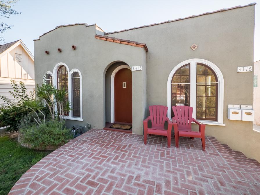 Charming  Upper Duplex | Lemon Tree |Lush Front Yard| Large Deck | Garage parking
