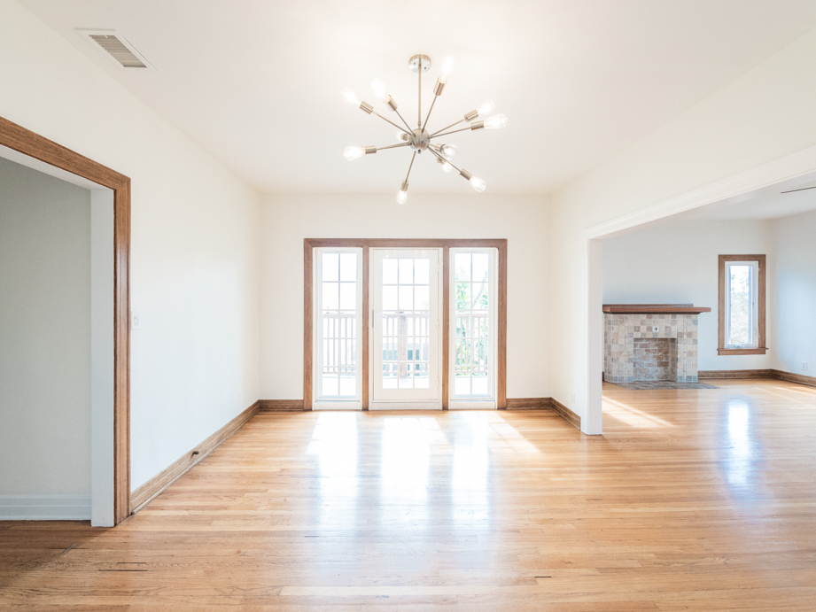 Sunny, Spacious, Spanish-Style Upper Unit 2B/1B - Central Air/Heat - In-Unit Washer/Dryer - Balcony - Parking