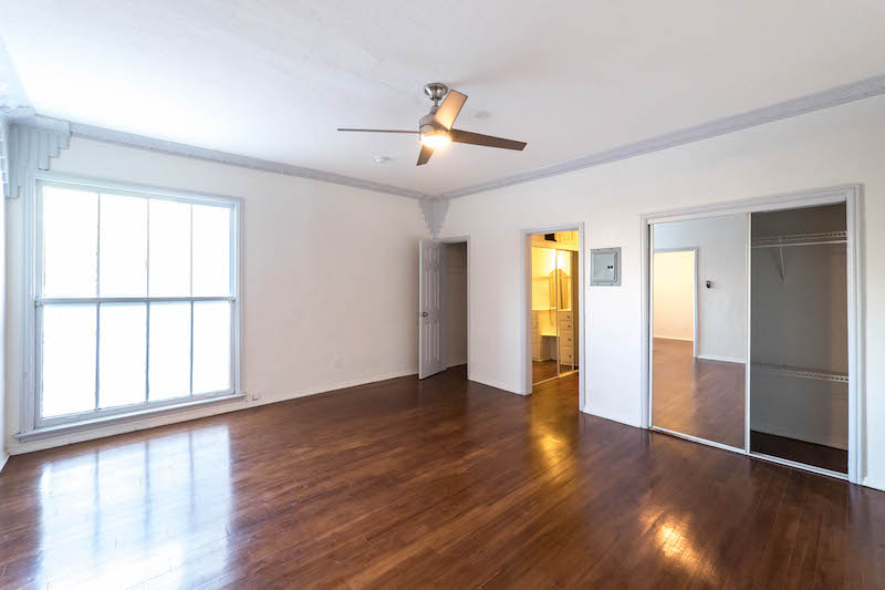 Wow! Gorgeous,  Oversized Vintage Studio - Completely Renovated - Stainless Kitchen- Great Location!
