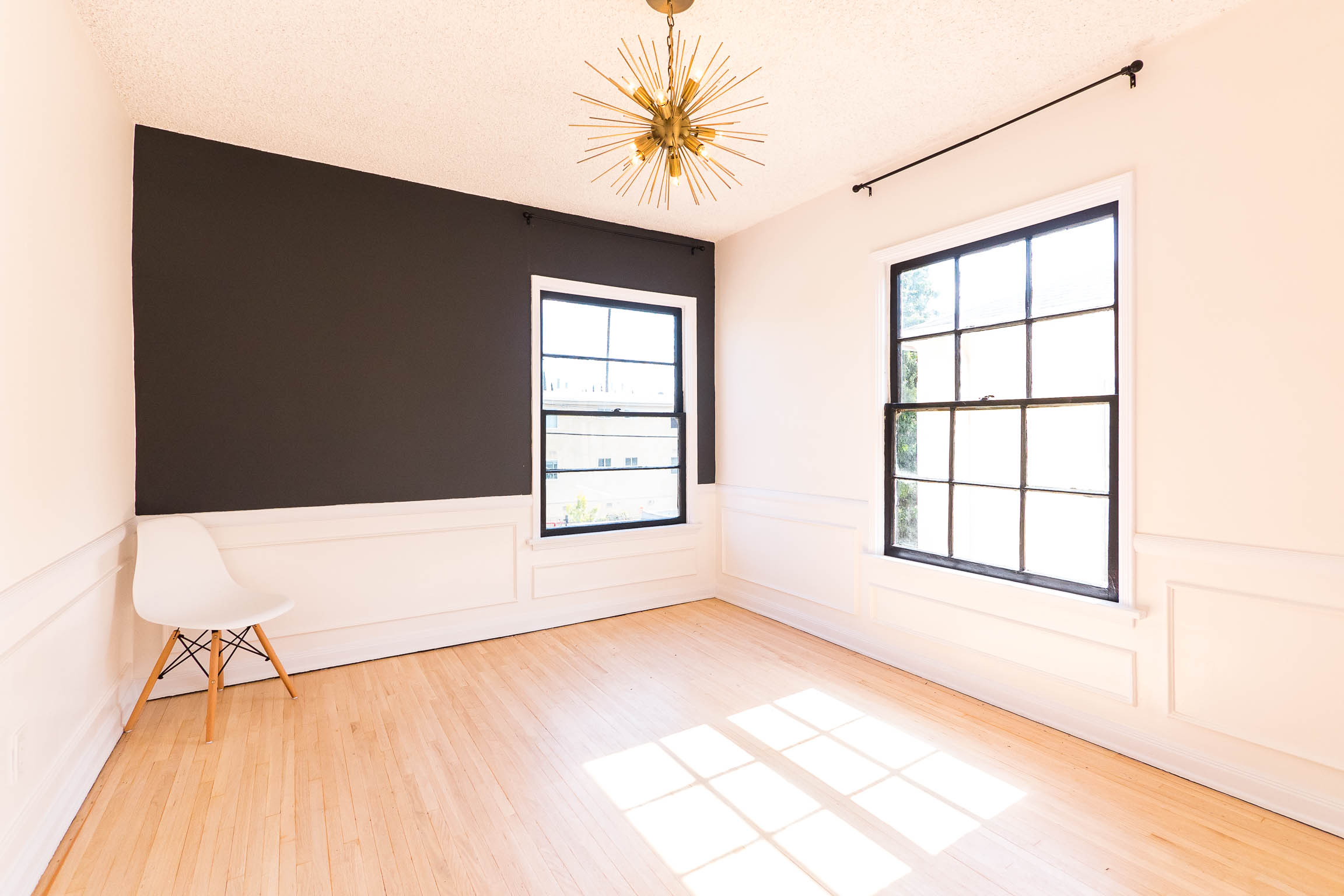Trendy Designer Unit for the Modern Minimalist! Real Hardwood Floors - Cosmopolitan Fixtures - Parking - Washer/Dryer!